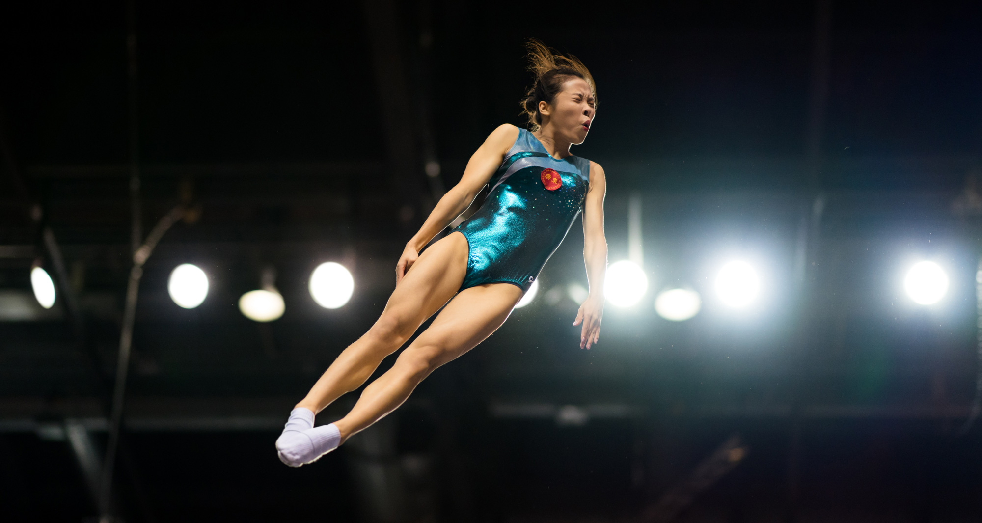terry-donnelly-sony-alpha-9-gymnast-leaps-in-the-air-with-her-eyes-closed